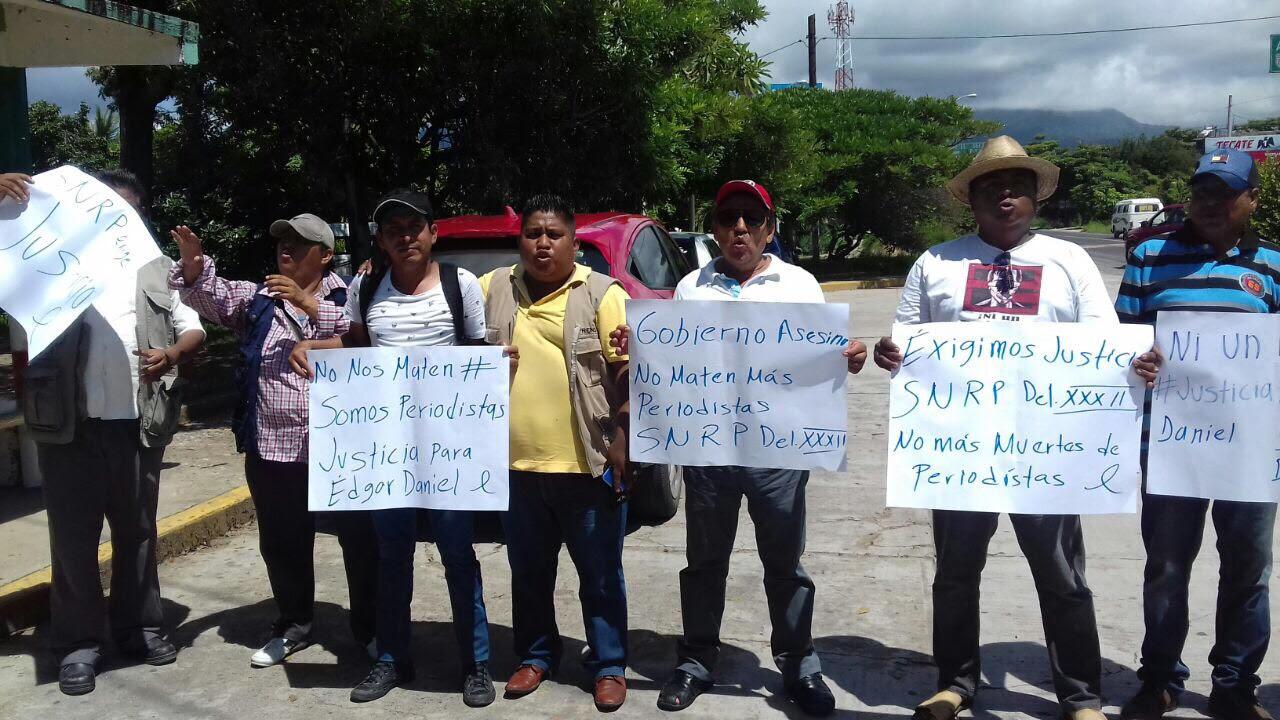 Periodistas de Guerrero muestran su apoyo (2)
