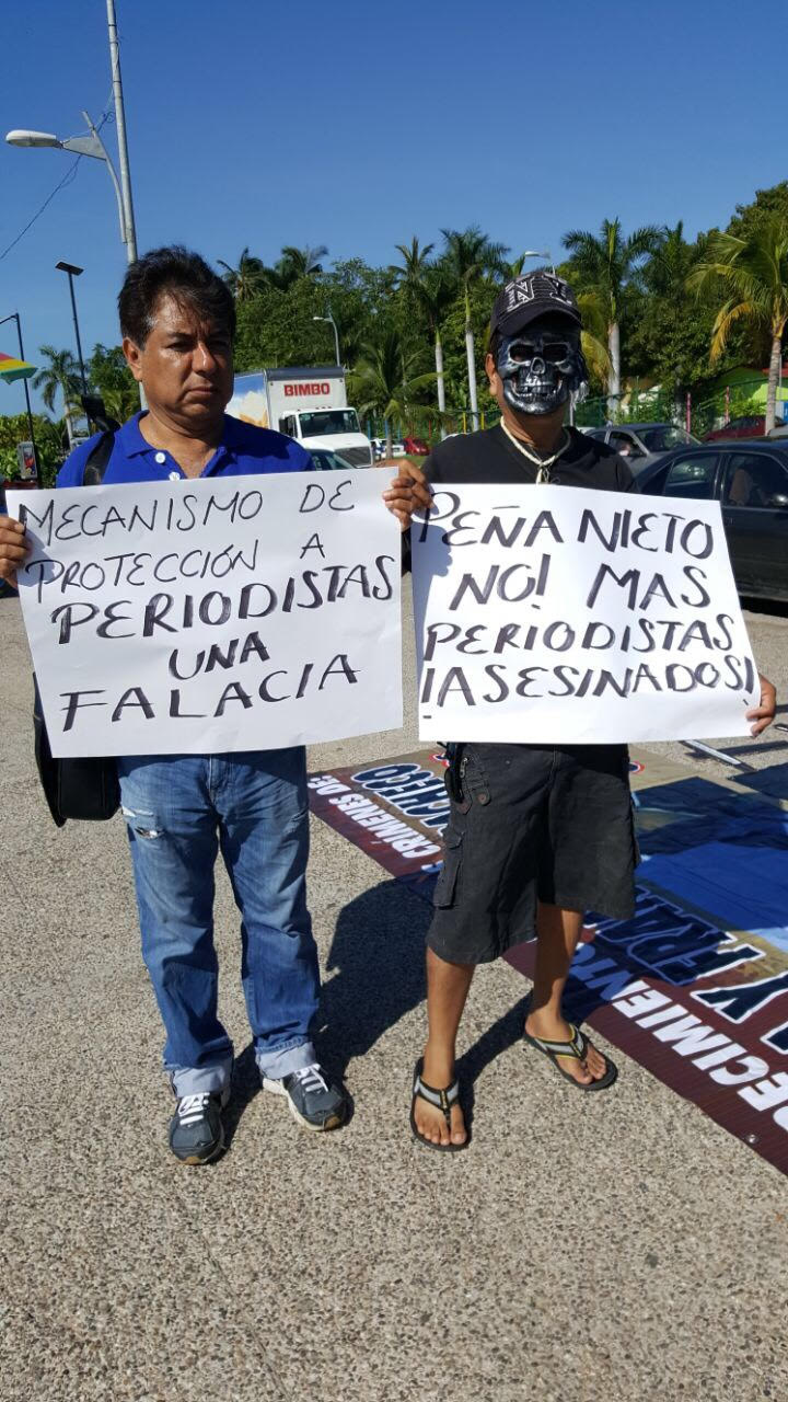 Periodistas de Guerrero muestran su apoyo (6)